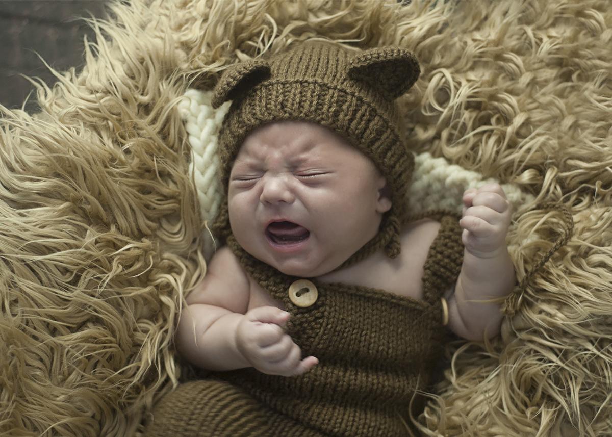 Imagem capa - Você deixa seu bebê chorando no berço? por Claudia Milani Fotografia