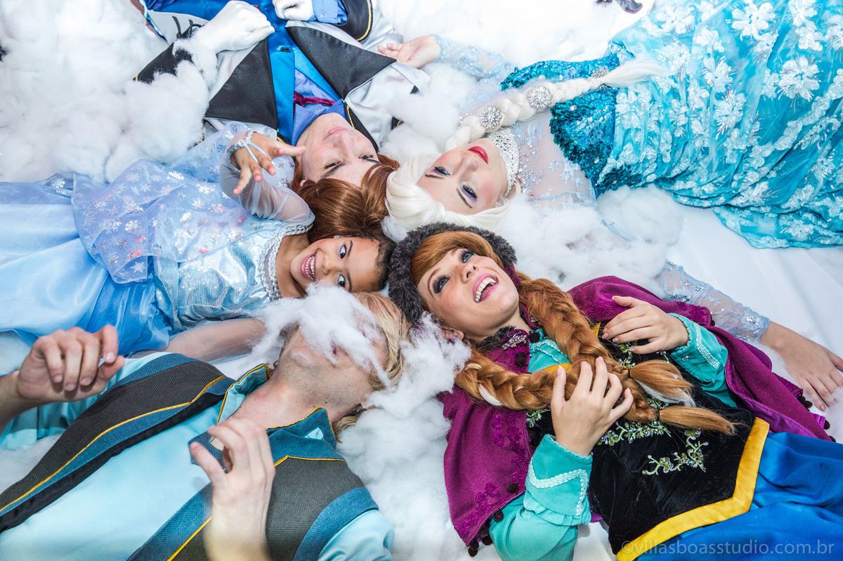 Lara 05 anos, brinquedos little tiger, criança brincando, olaf do frozen, personagens frozen, apresentacao de teatro frozen, foto com os personagens do frozen