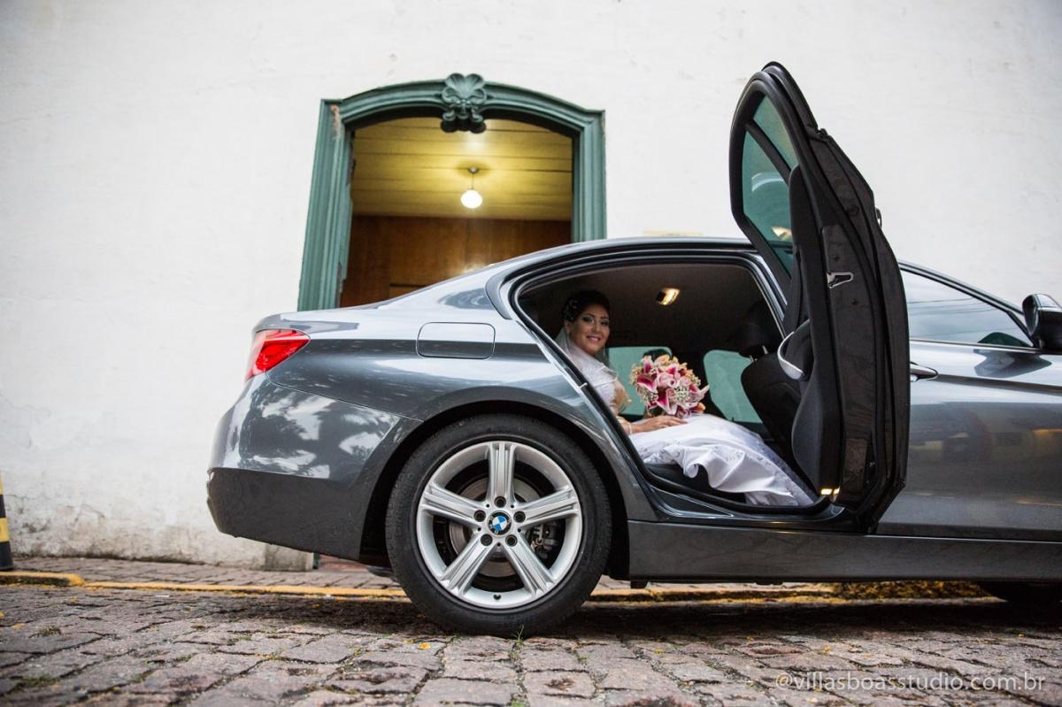 carro da noiva, bmw, safira rent a car, carro da noiva na porta da igreja, esperando a entrada da noiva, noiva linda, bmw safira rent a car.
