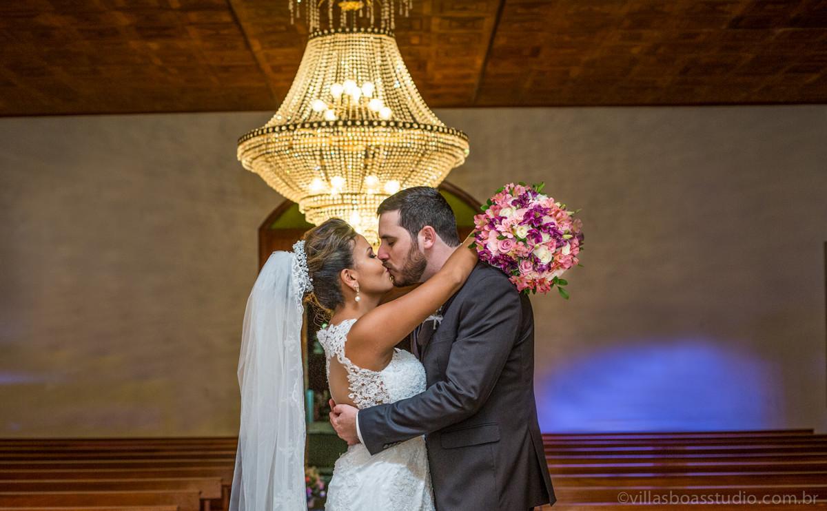 ensaio do noivo , ensaio dos noivos, beijo dos noivos.La capella eventos, igreja la capella
