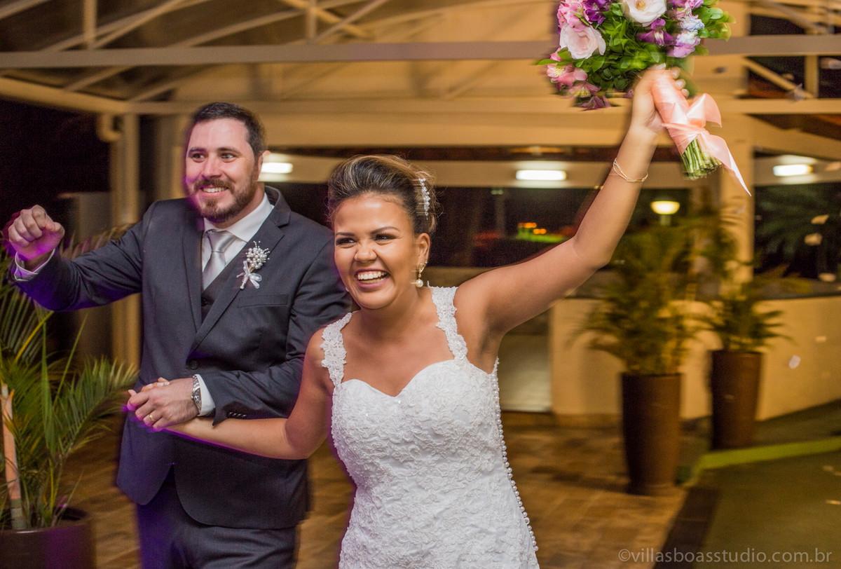 entrada dos noivos na festa, marcelovillasboas