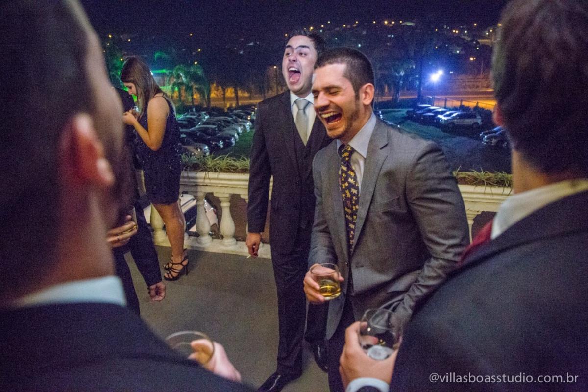 amigos do noivo, noivo, risada do noivo.