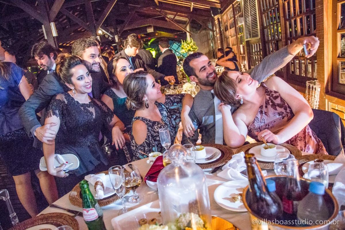 convidados da noiva, convidados do noivo, self na mesa, self.