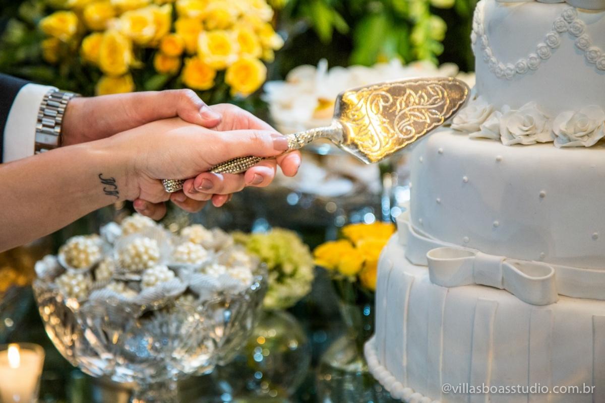 corte do bolo, casamento bolo, tatuagem da noiva, hora do bolo.