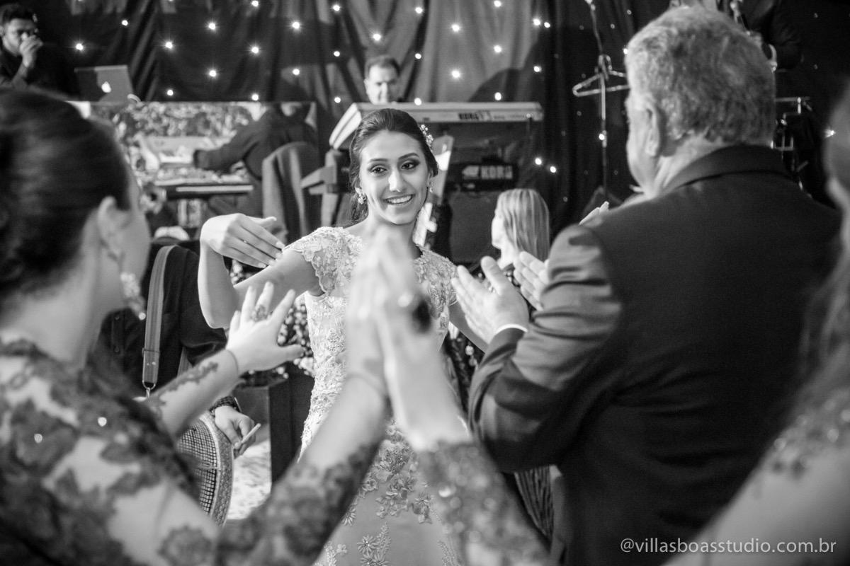 Decoração Trópicos Buffet, aniversario Nermin Saadi, clube de campo de mogi das cruzes, 15 anos, byclara doces finos, entrada e dança da debutante, pb