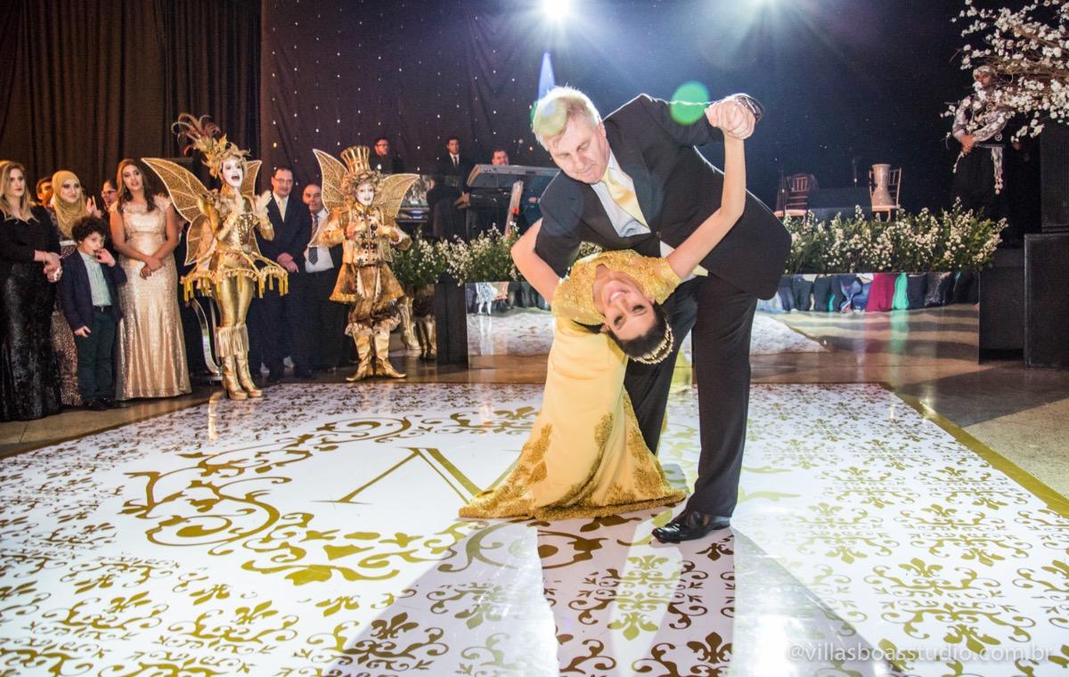 Decoração Trópicos Buffet, aniversario Nermin Saadi, clube de campo de mogi das cruzes, 15 anos, byclara doces finos, entrada e dança da debutante, dança dos convidados, entrada da debutante, dança da debutante co