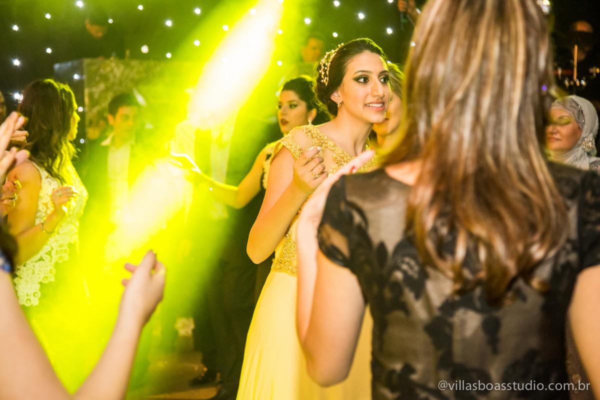 Decoração Trópicos Buffet, aniversario Nermin Saadi, clube de campo de mogi das cruzes, 15 anos, byclara doces finos, entrada e dança da debutante