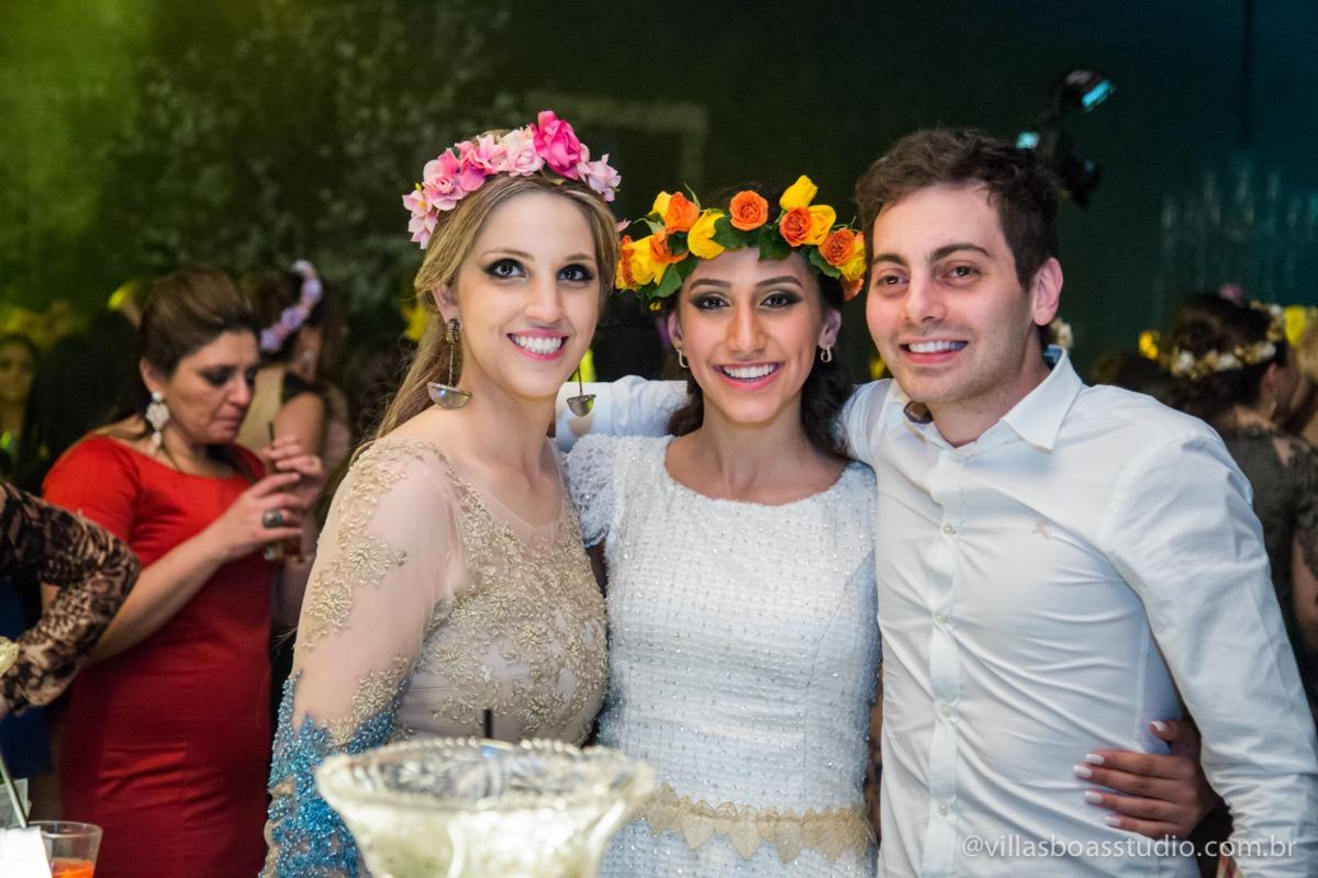 Decoração Trópicos Buffet, aniversario Nermin Saadi, clube de campo de mogi das cruzes, 15 anos, byclara doces finos, entrada e dança da debutante, dançando para os convidados, fotos com os amigos.