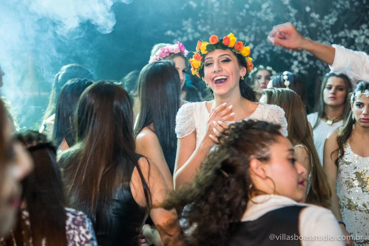 Decoração Trópicos Buffet, aniversario Nermin Saadi, clube de campo de mogi das cruzes, 15 anos, byclara doces finos, entrada e dança da debutante, dançando para os convidados, dançando com a galera