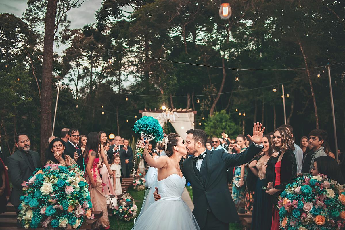 Imagem capa - 5 Dicas Para Sair Bem Na Foto Durante a Cerimônia Do Seu Casamento por Renato