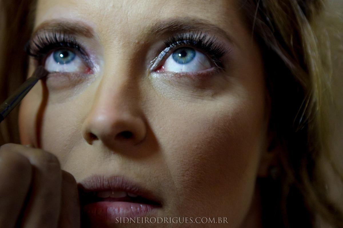 Imagem capa - 6 dicas de uma maquiadora para auto maquiagem em ensaio de fotos por Sidnei Rodrigues Fotografias