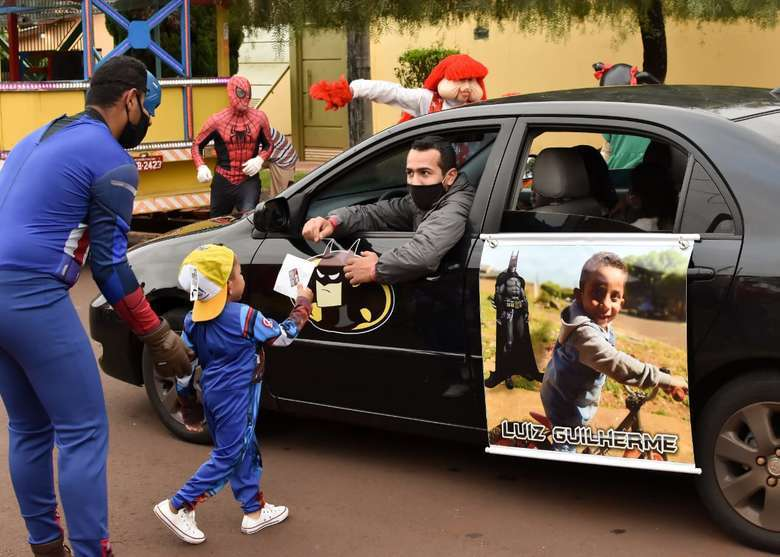 Imagem capa - Família inova e organiza festa drive thru por EVENTO MS