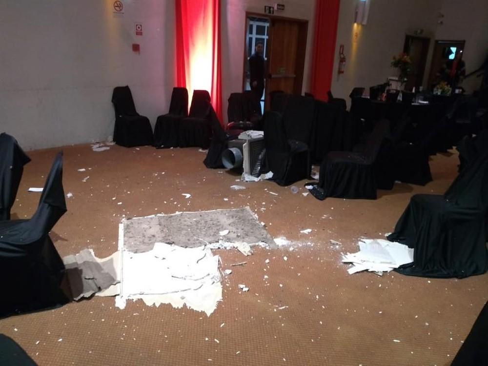 Imagem capa - Baile de formatura é cancelado após teto de centro de eventos desabar em Santa Maria por EVENTO MS