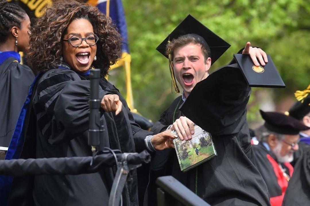 Imagem capa - Oprah Winfrey comandará formatura virtual transmitida pelo Facebook por EVENTO MS