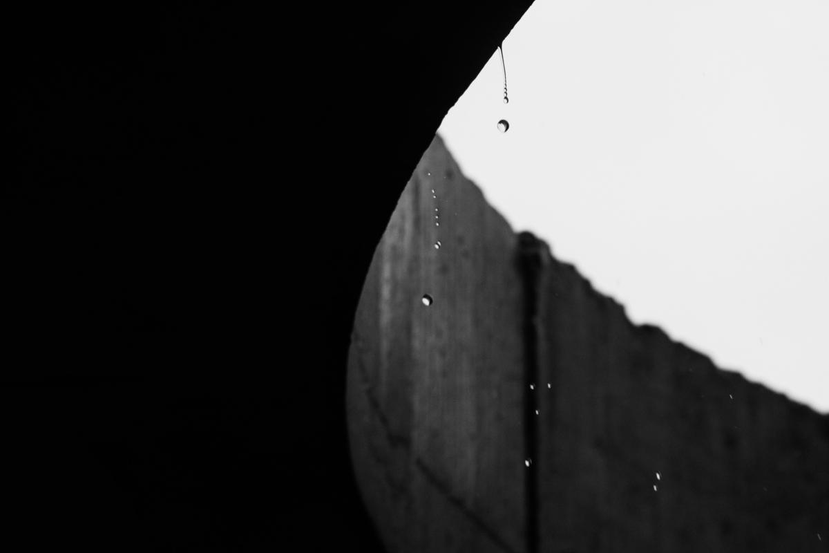 Imagem capa - Tenho muita fé, mas a chuva não parou! por Felipe Bussadori