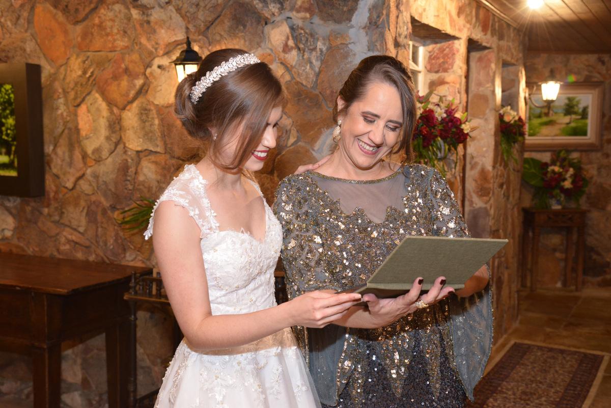 mini albuns fabricados durante o casamento para as mães