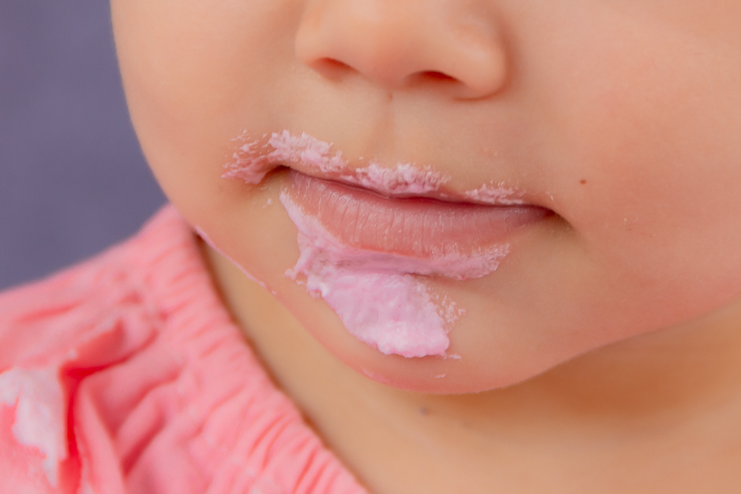 Foto  boca de bebe durante as fotos de smash te cake