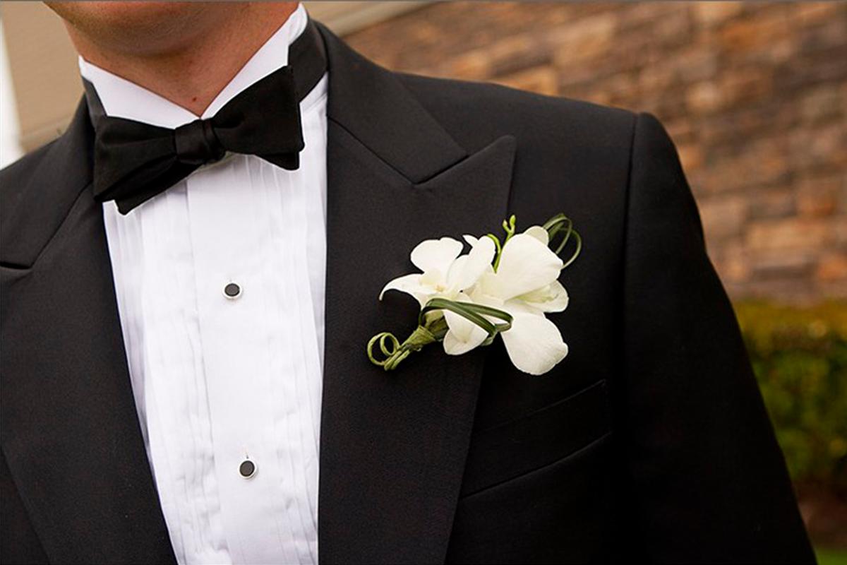 Imagem capa - Boutonniere ou flor de lapela: descubra o que é e por que você deve seguir essa tradição  por Nikollas Campos