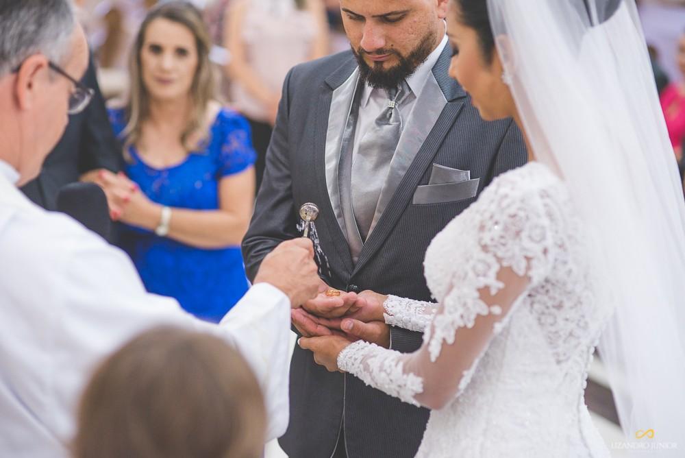 Imagem capa - Frases para alianças de casamento: a 16 é para rir muito! por Lizandro Júnior