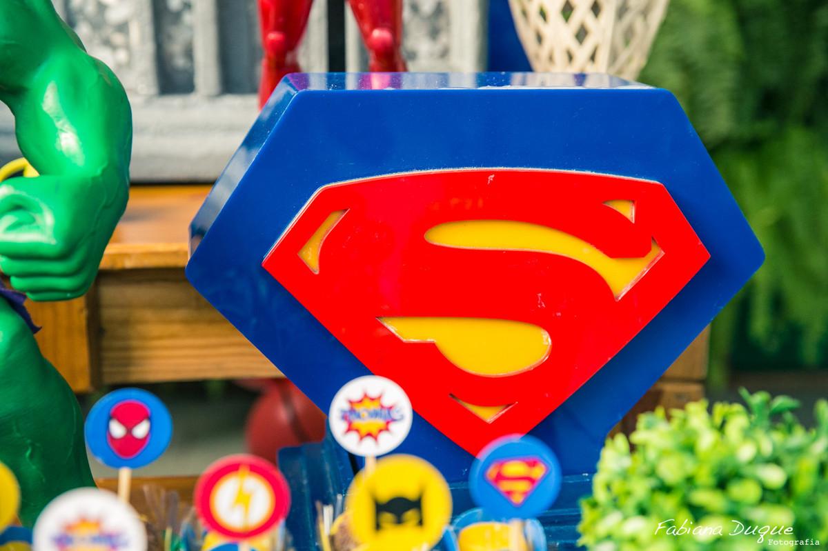 tema dos super heróis