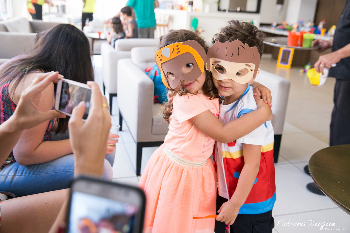 Amigos na festa infantil