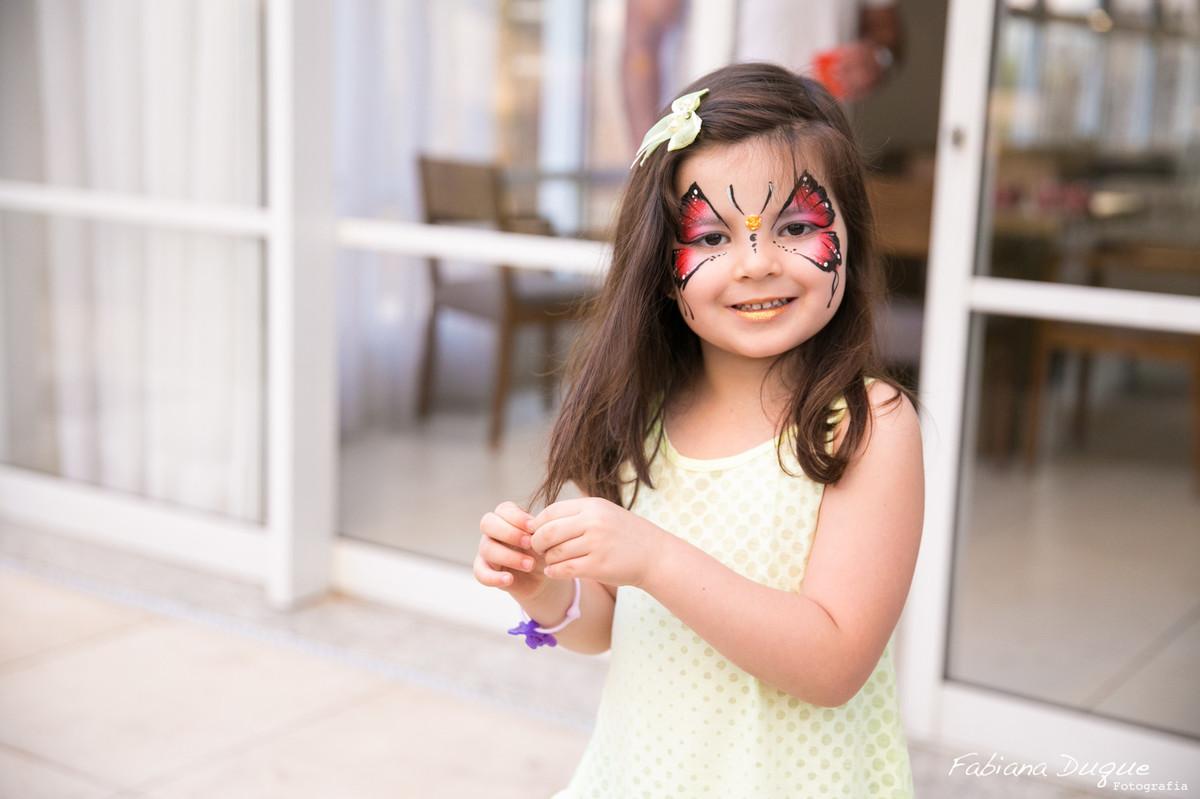 Pintura de rosto em criança