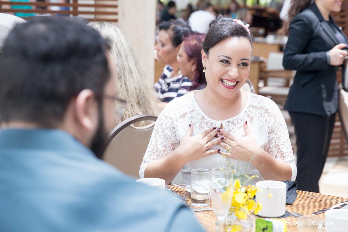 Noiva feliz, casamento no Hotel Renaissance em São Paulo