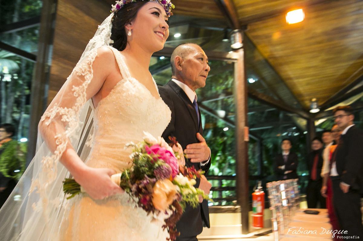 Entrada da noiva, noiva entrando, casal rústico, Fabiana Duque, mini wedding