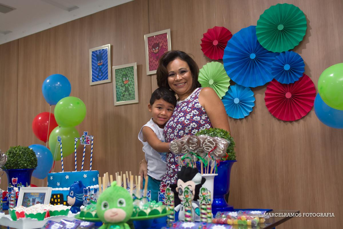 foto de festa infantilna mesa do bolo
