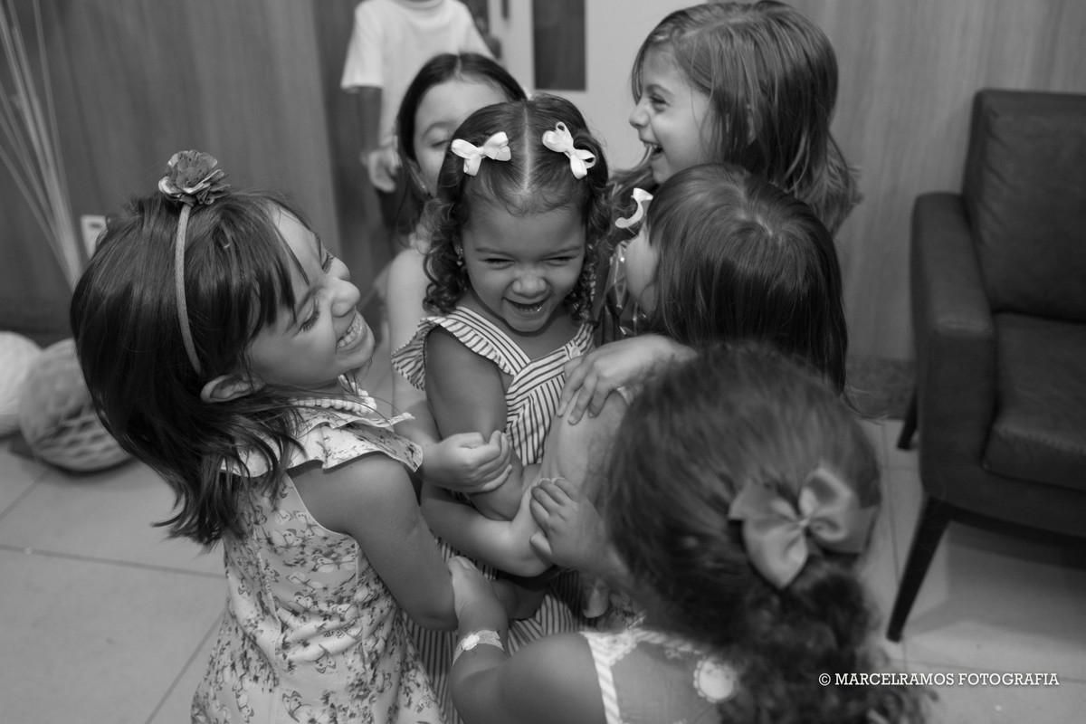 amigos de escola na festa infantil