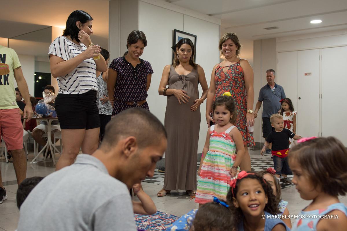 mães na festa infantil