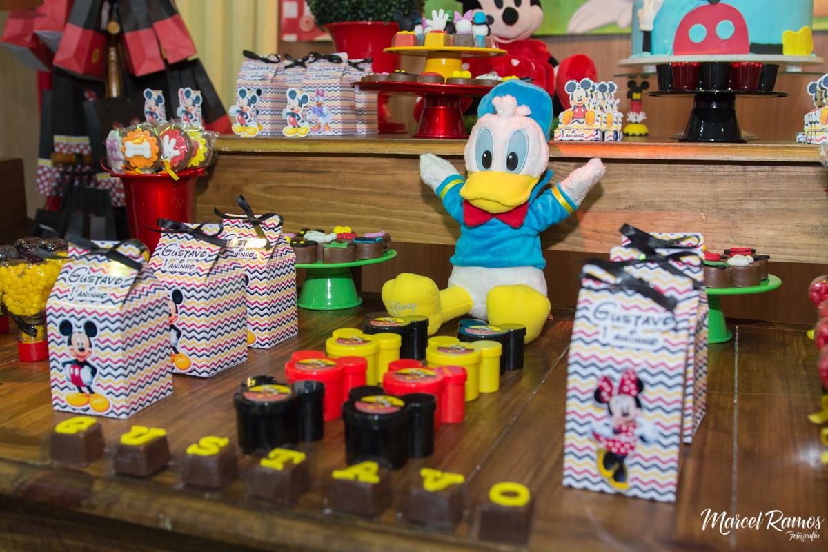 Não poderia faltar a presença do pato donald na festa de aniversario do Gustavo