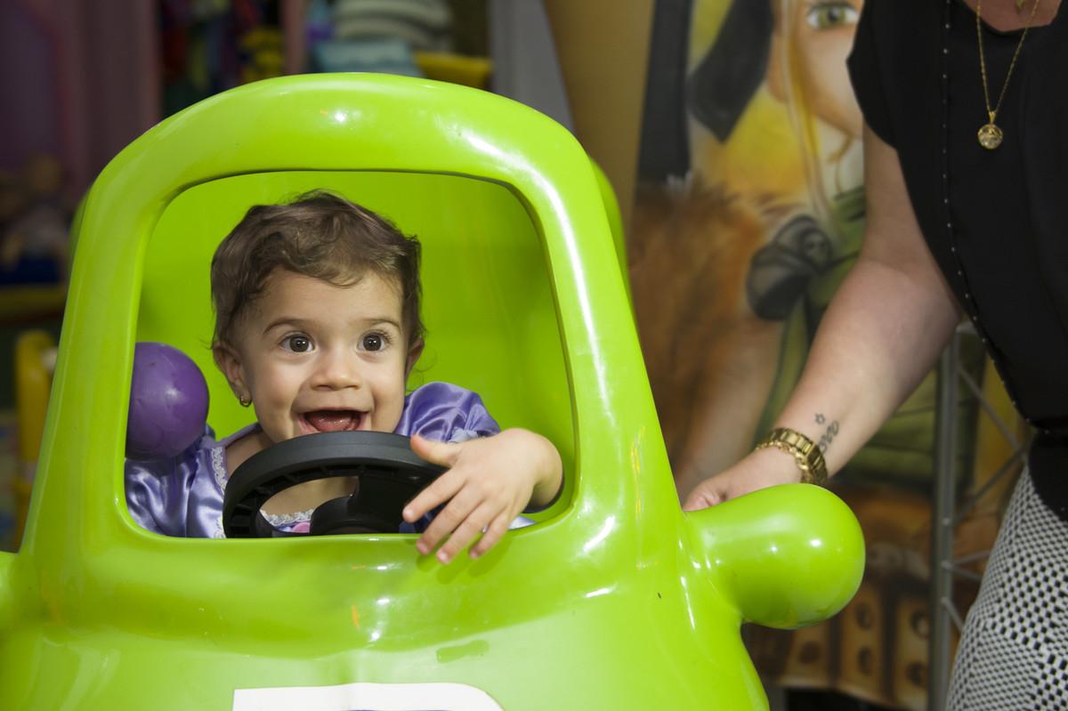 A princesa posou para o ao lado de seus pais na mesa do bolo para o fotógrafo de festa infantil e aniversário Marcel Ramos  RJ 018