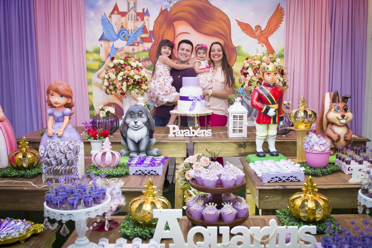 A princesa posou para o ao lado de seus pais na mesa do bolo para o fotógrafo de festa infantil e aniversário Marcel Ramos  RJ 01