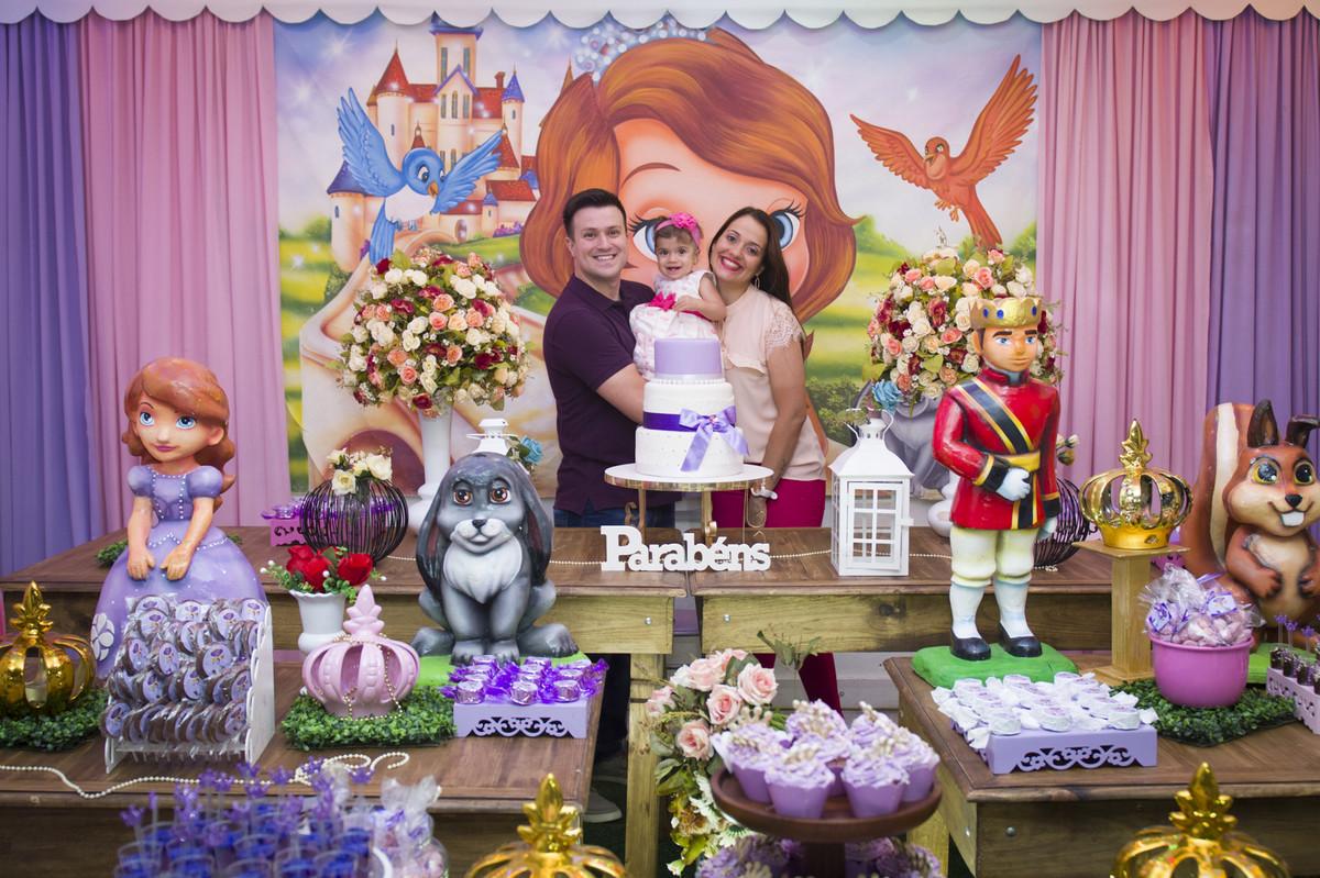 A princesa posou para o ao lado de seus pais na mesa do bolo para o fotógrafo de festa infantil e aniversário Marcel Ramos  RJ 011
