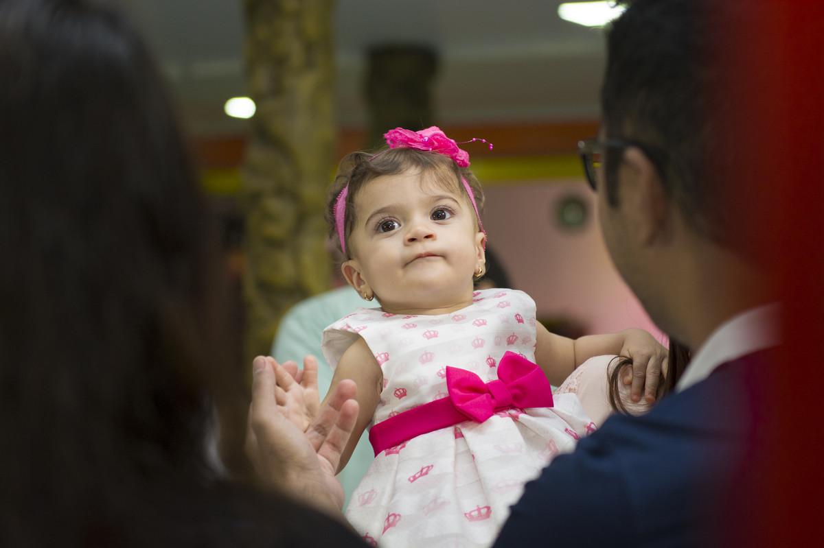 A princesa posou para o ao lado de seus pais na mesa do bolo para o fotógrafo de festa infantil e aniversário Marcel Ramos  RJ 024
