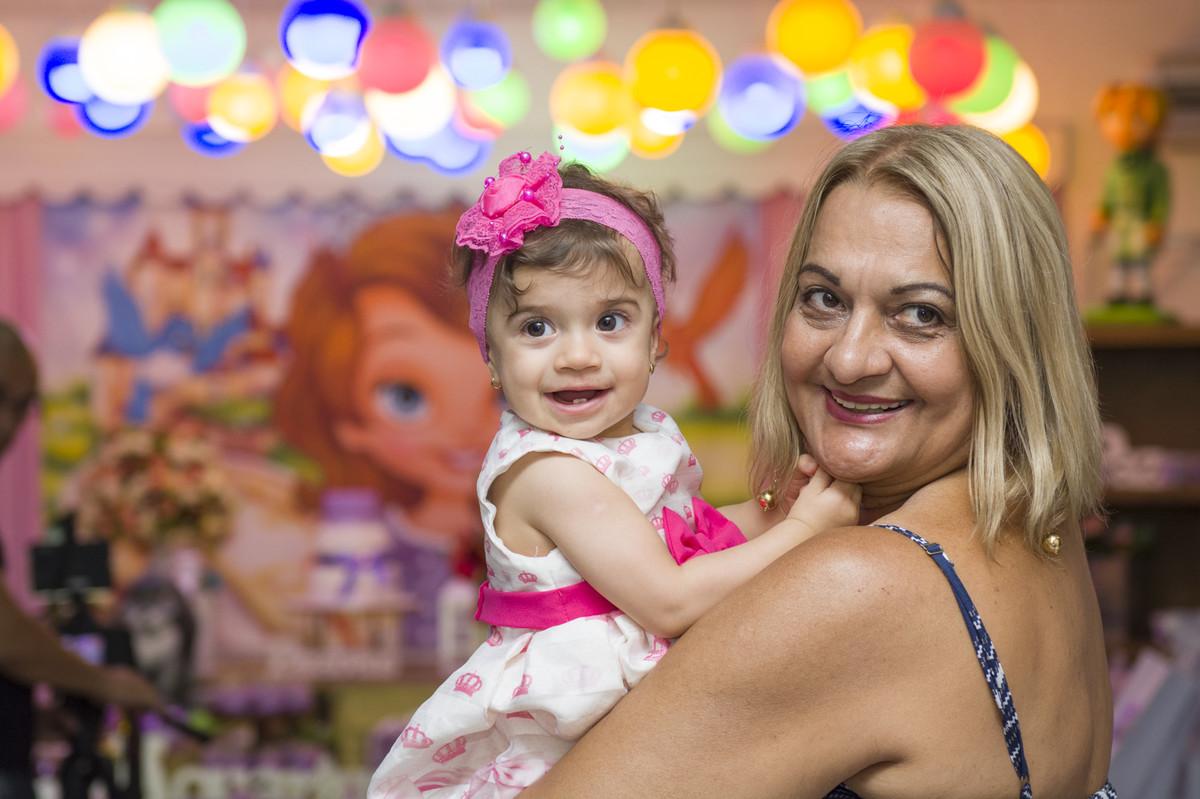 A princesa posou para o ao lado de seus pais na mesa do bolo para o fotógrafo de festa infantil e aniversário Marcel Ramos  RJ 019