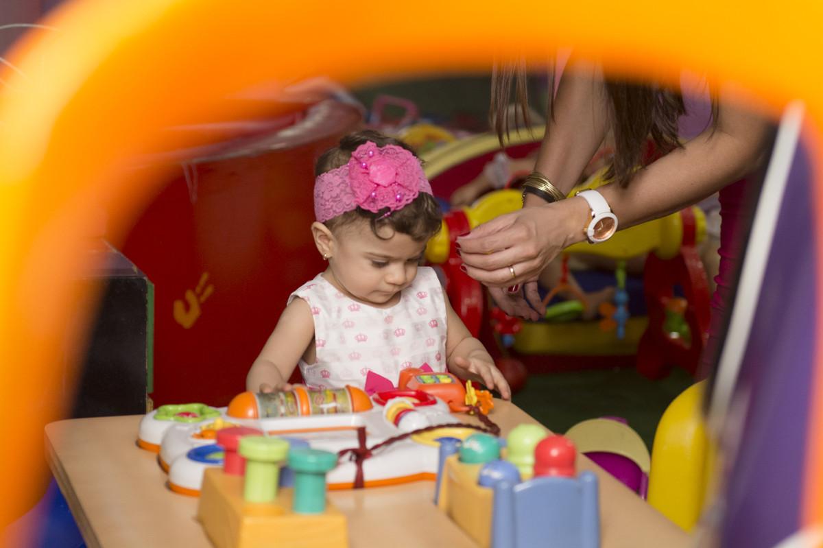 A princesa posou para o ao lado de seus pais na mesa do bolo para o fotógrafo de festa infantil e aniversário Marcel Ramos  RJ 020