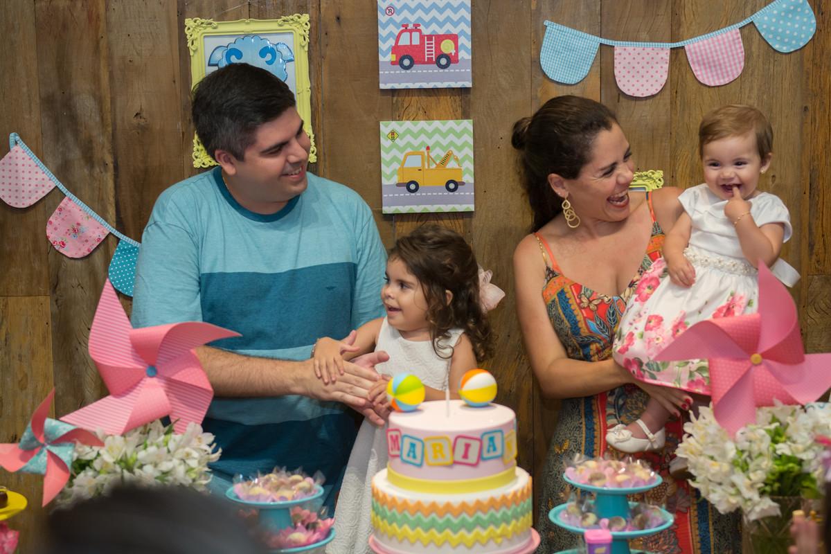 Hora da alegria com a aniversariante mariana no quintal buffet