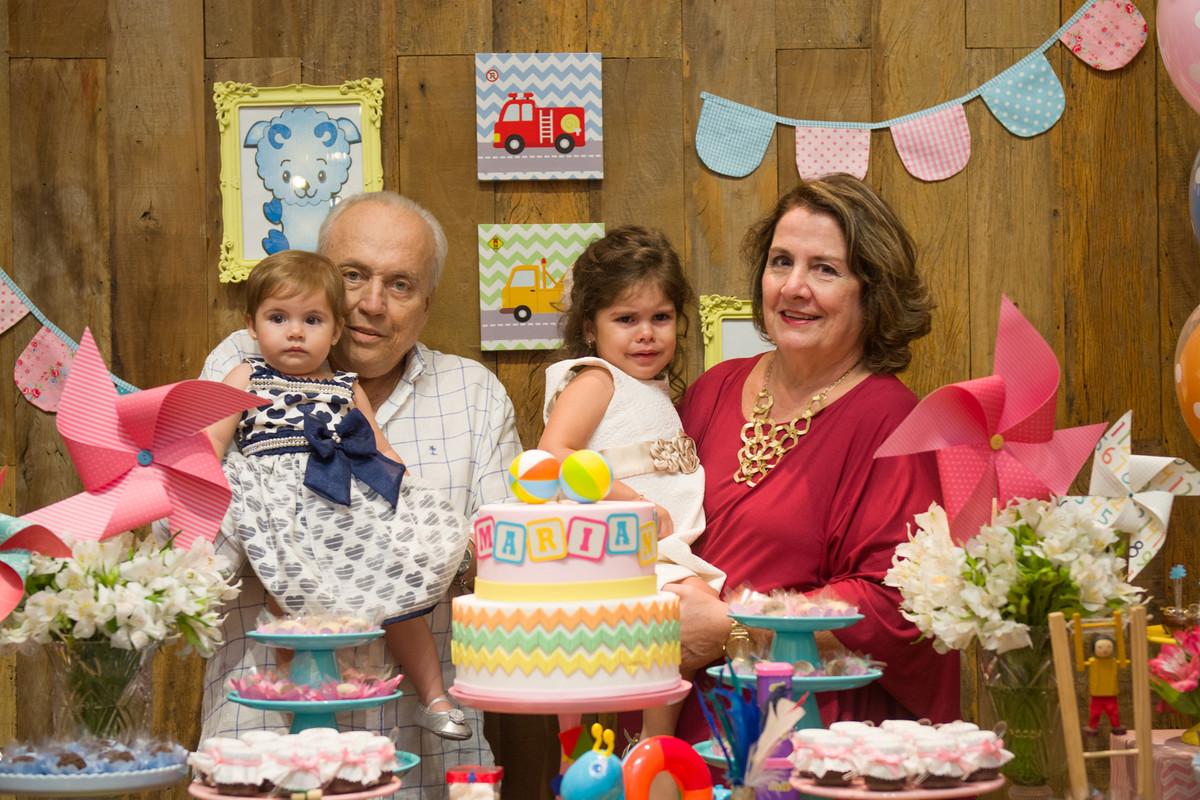 Os avós fazendo pose para o fotógrafo de festa e aniversário marcel ramos