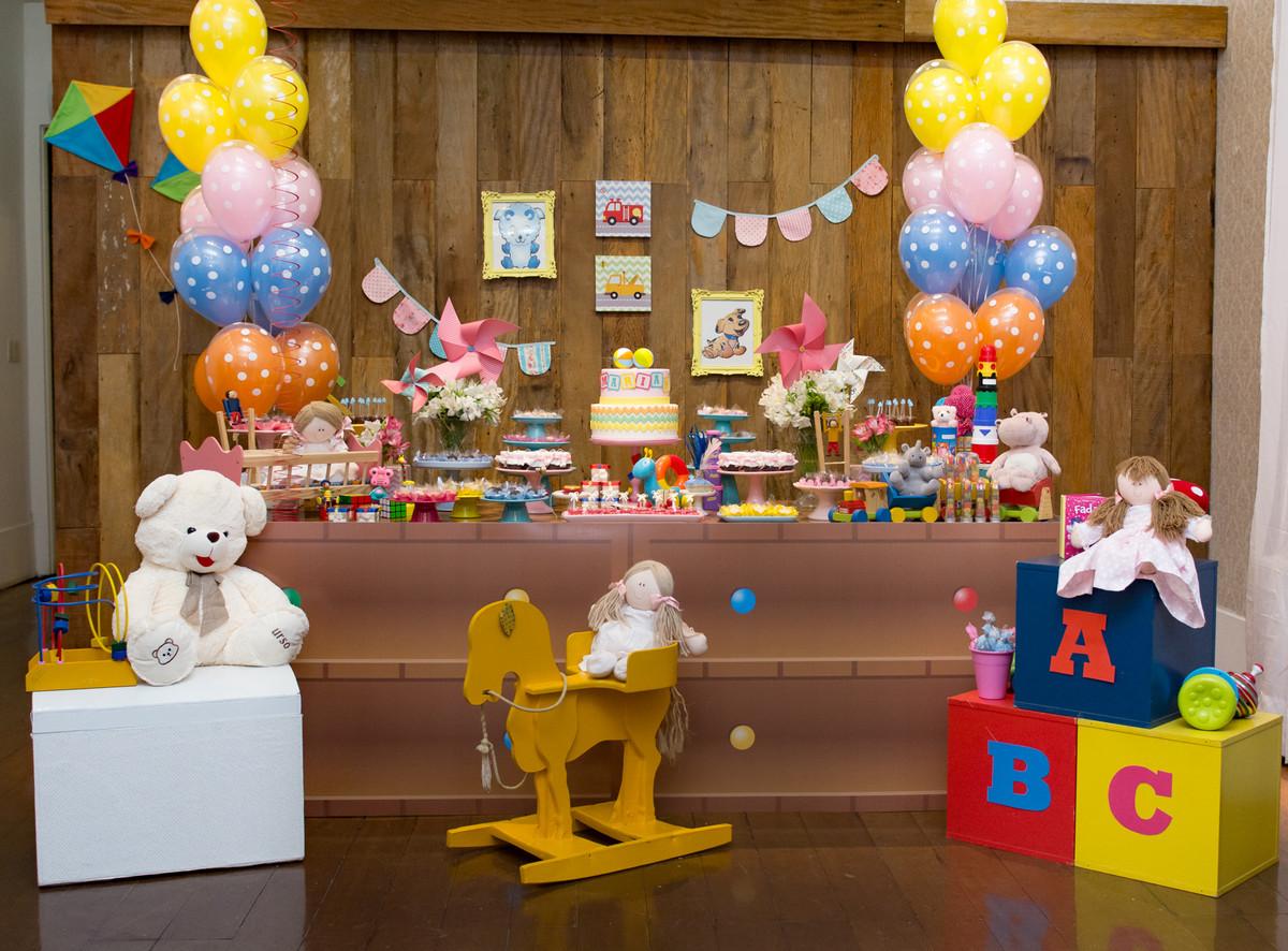Decoração da mesa no aniversário da linda mariana