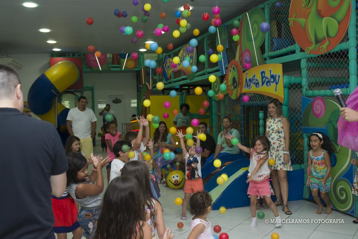 criança em festa infantil na casa de festa point da alegria