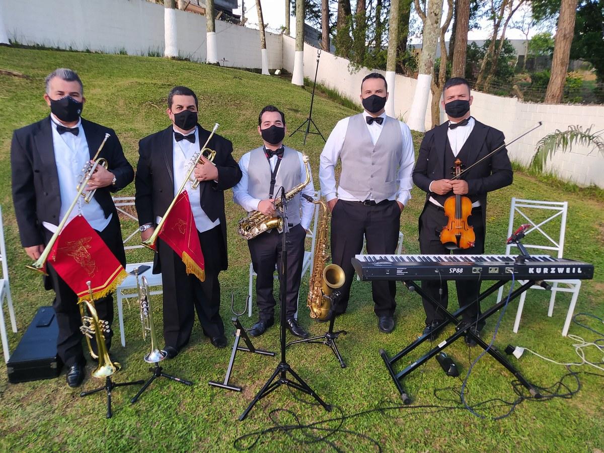 Imagem capa - Tudo sobre Banda de casamento ao ar livre por Grupo Rhara