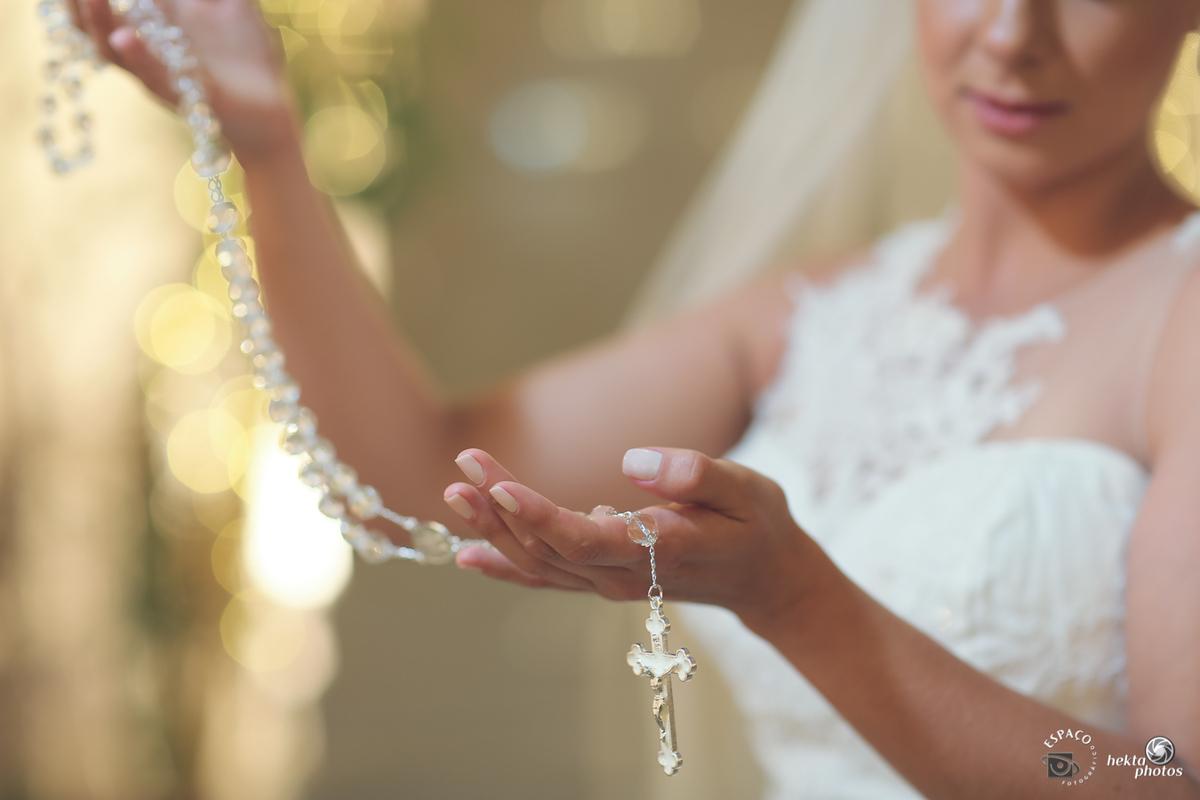 Detalhe do terço que a noiva usou durante a a cerimonia de casamento