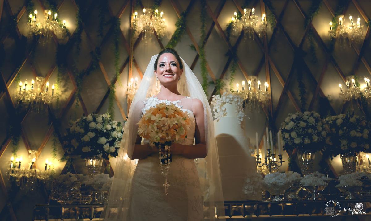 Linda noiva larissa com a decoracao assinada pela Celebra Festas e Decoração e bolo de Valentine