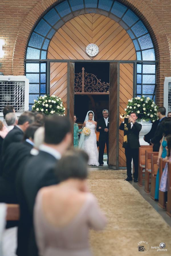 Entrada da noiva na igreja sao leopoldo goiania fotografia fotografo helio junior espaco fotografico