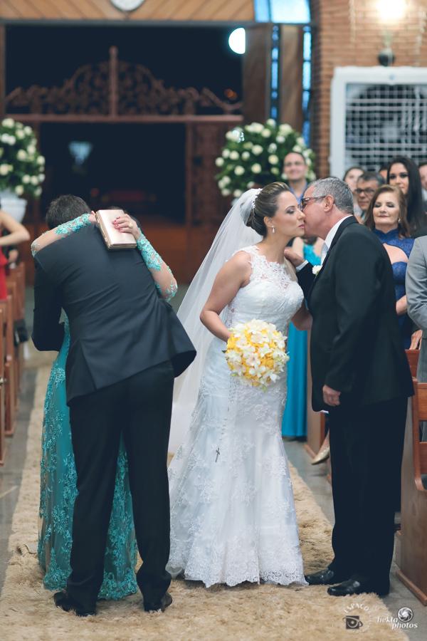 Entrada do noivo na igreja sao leopoldo goiania fotografia fotografo helio junior espaco fotografico