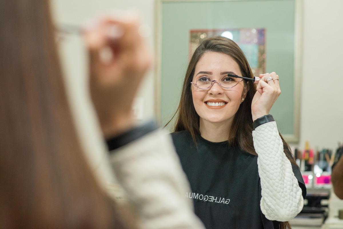 Imagem capa - Dica: Como usar Maquiagem com Óculos de Grau - Maquiador André Galhego por marcelo fabiano