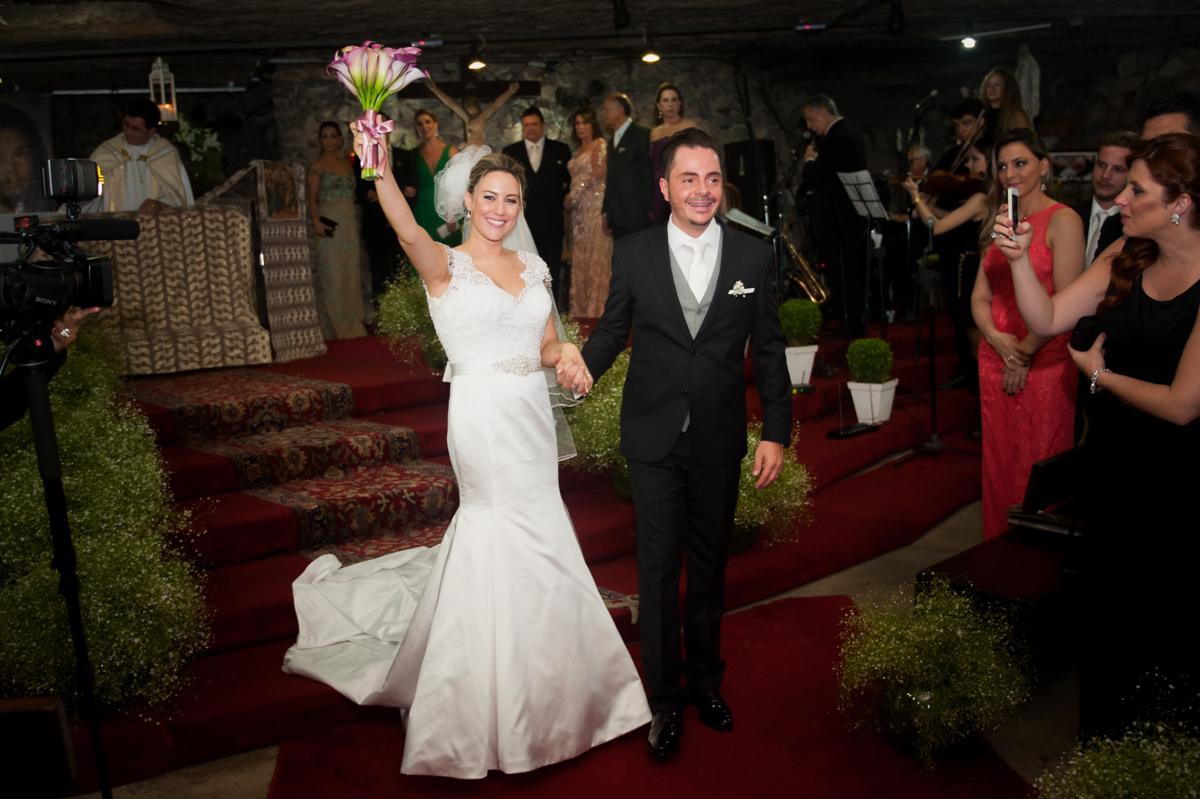 A saída - casamento Carol e Thiago - Fotografia de casamento top em São Paulo SP  Fotografamos o casal em Alphaville, muita alegria com esse casal fantástico!