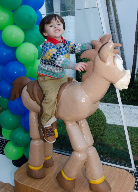 Enzo encima do cavalo Fotografias do Enzo 3 anos - Festa de 3 anos do Enzo - fotografia e vídeo dessa festa infantil Maravilhosa.